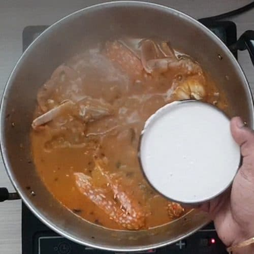 Crab gravy using coconut milk